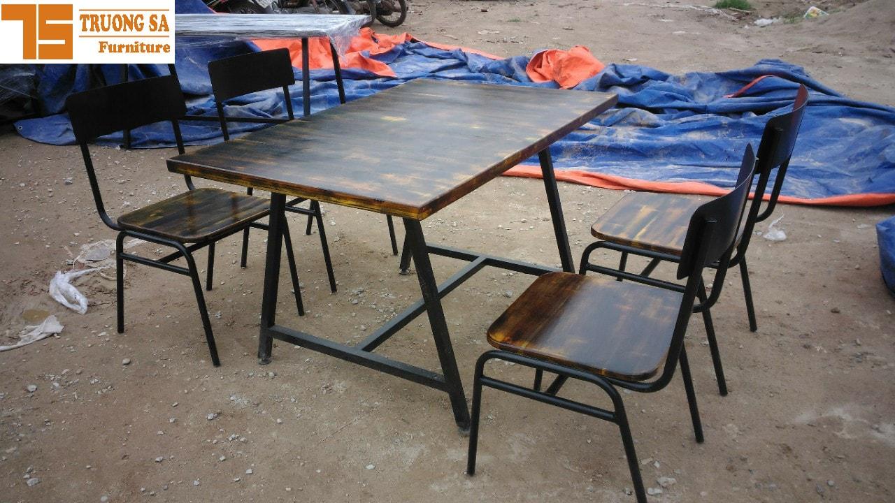 Bàn ghế khung sắt TS142