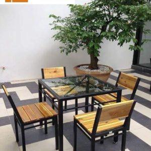 Bàn ghế khung sắt mặt gỗ TS143